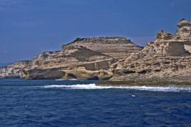 Falaises vives dans les anciennes dunes hydrauliques, RNC des Bouches de Bonifacio - © M. Jonin