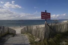 Accès à la plage à Saint-Nicolas - © E. Amice / Coeurs de nature / SIPA