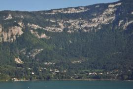 Aiguebelette-le-lac et la montagne de l'Épine - © F. Pépellin / Commons